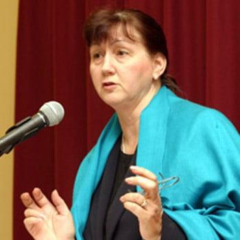 Laura Lederer (she/her)